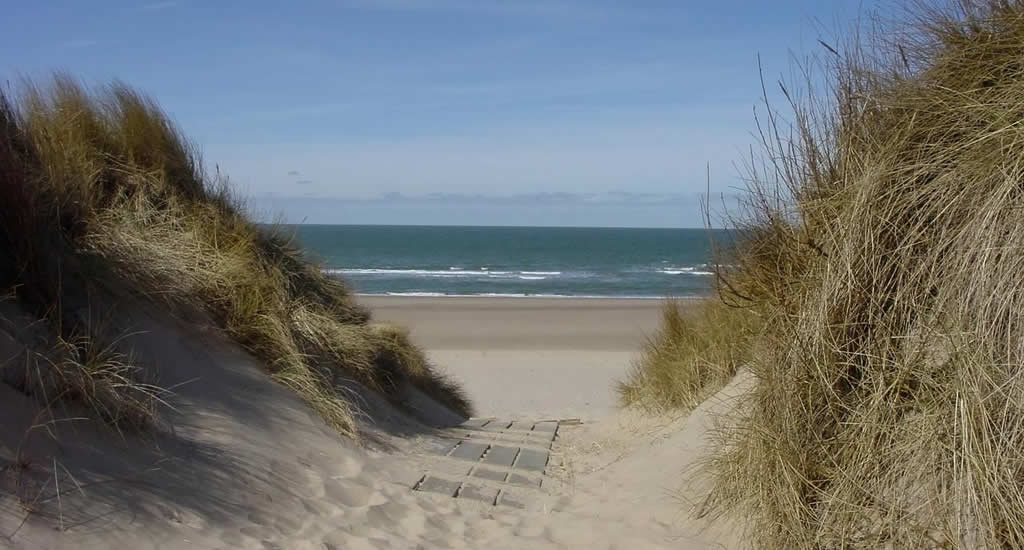 Beach house The Netherlansds, Strandbungalows Vrouwenpolder | Your Dutch Guide