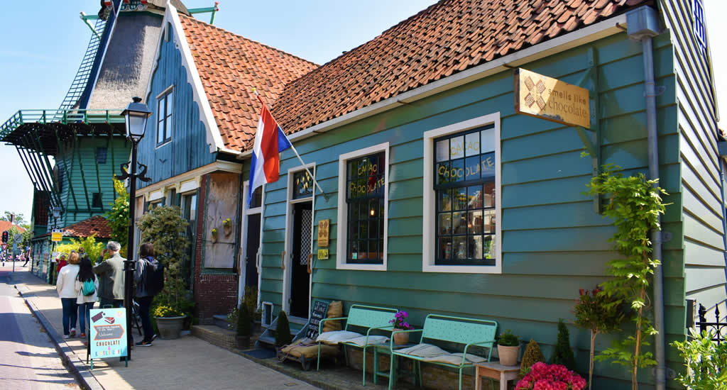Zaanse Schans, Smells like chocolate (photo by Ellen Groenveld) | Your Dutch Guide