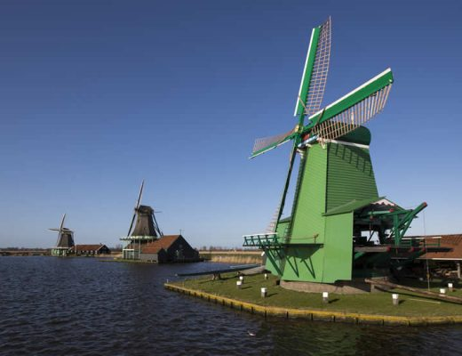 Zaanse Schans, Netherlands | See windmills from Amsterdam at Zaanse Schans (photo by Cris Toala Olivares) | Your Dutch Guide